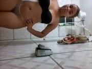 Novinha Safada no Banheiro