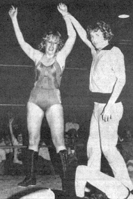 Judy Martin vs Susan Sterling - pro ladies wrestling