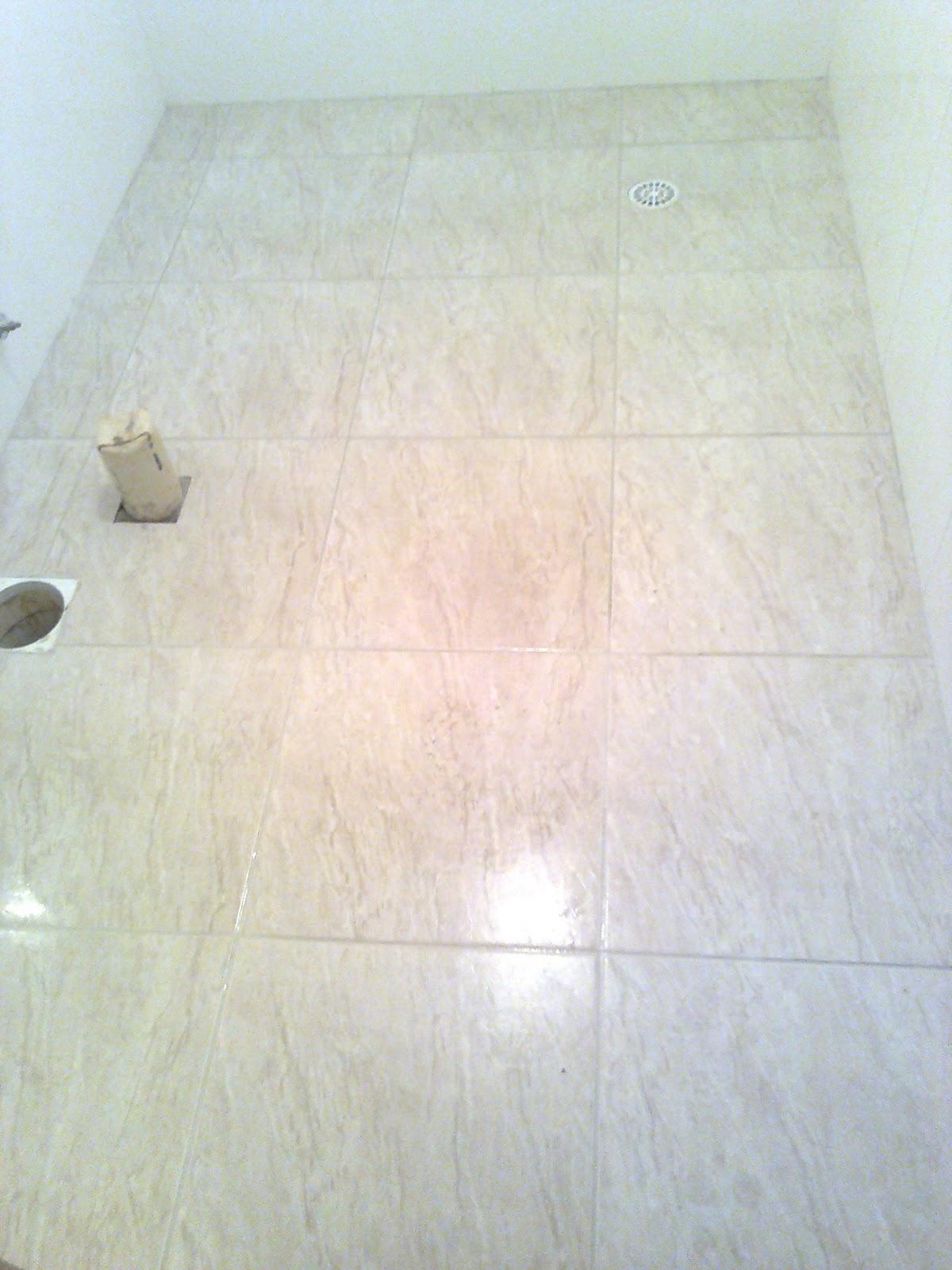Banheiro em detalhes verdes: piso na diagonal azulejos na vertical e  #6E7358 1200x1600 Azulejo Banheiro Simples