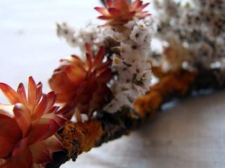 decorazione con fiori secchi