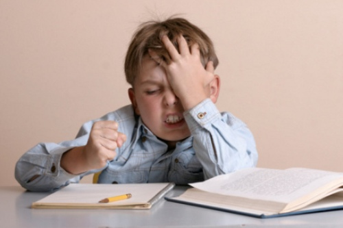 Benarkah PR hanya buat anak jadi tertekan?
