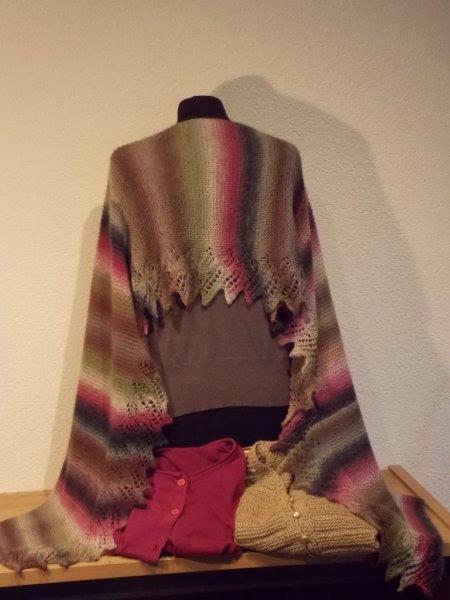 Te Koop: meerkleurige shawl.