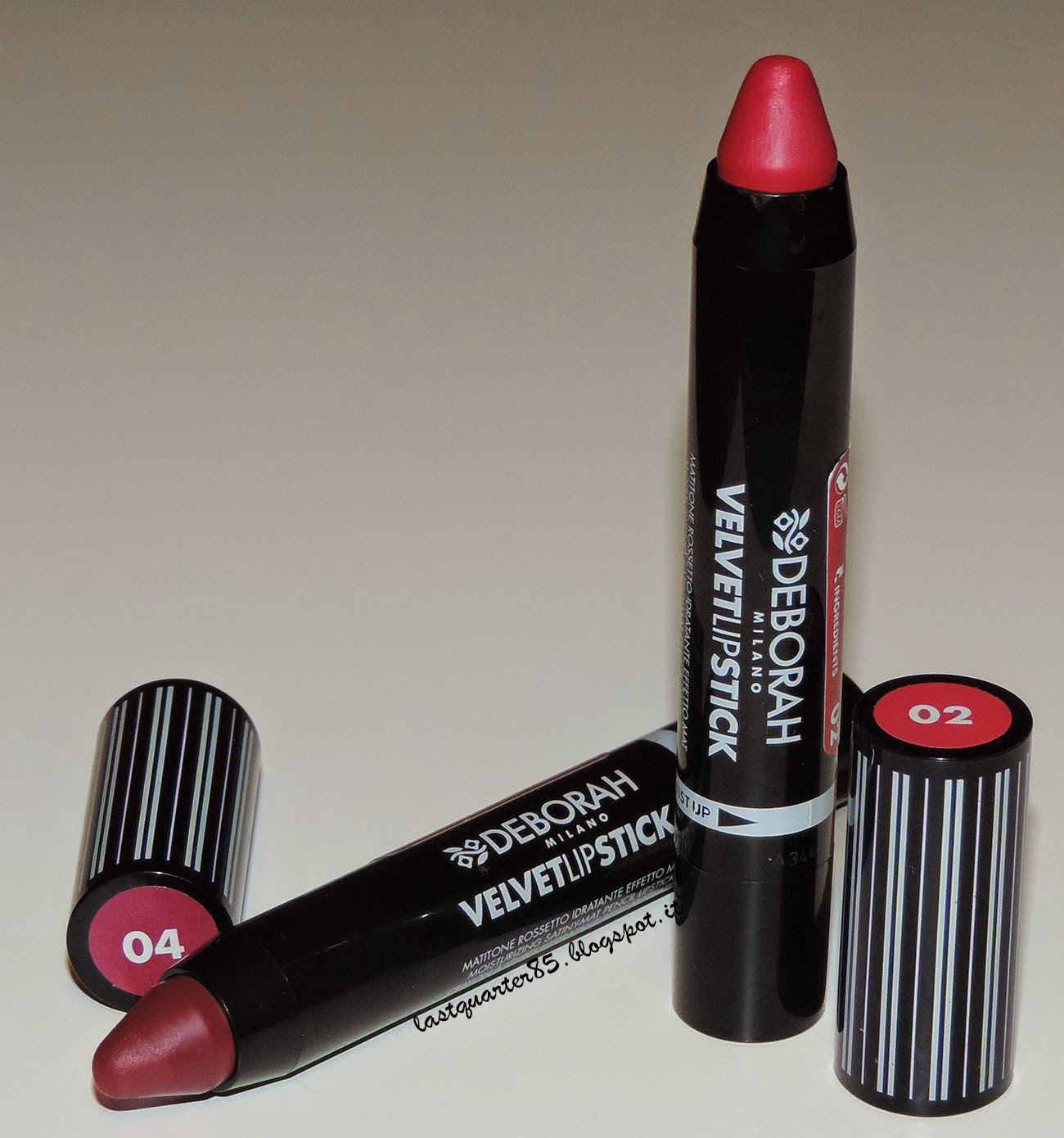 Deborah Velvet Lipstick in 02 Hot Fucsia e 04 VIntage Purple.