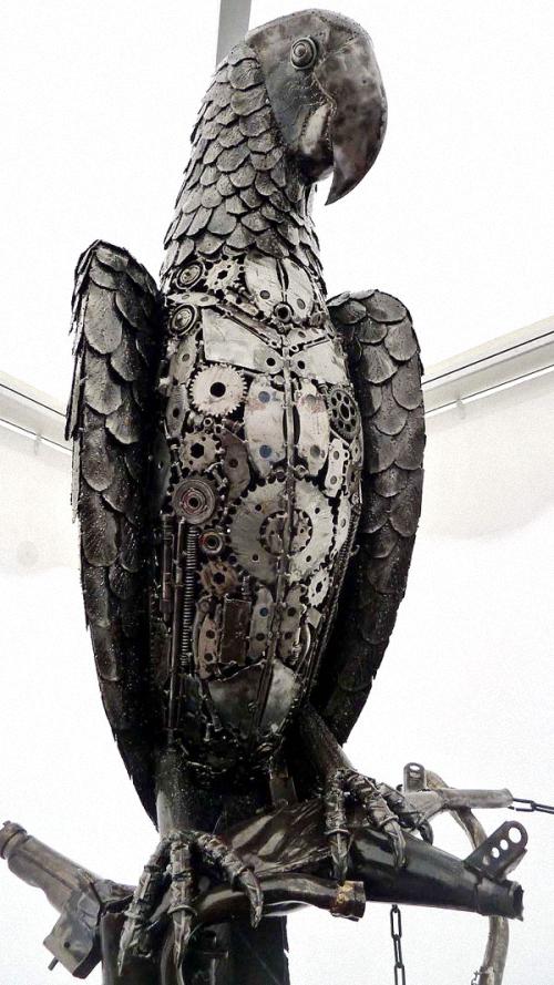 04-Small-Animal-Sculpture-Parrot-Giganten-Aus-Stahl