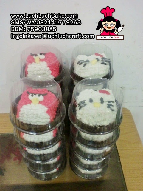 Mini Cake Souvenir Ulang Tahun Angry Bird dan Hello Kitty
