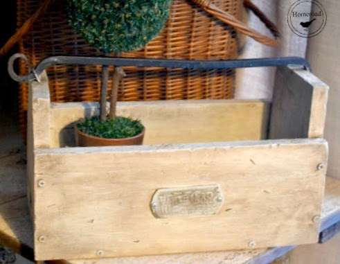 How to Build a Rustic Wooden Tote www.homeroad.net