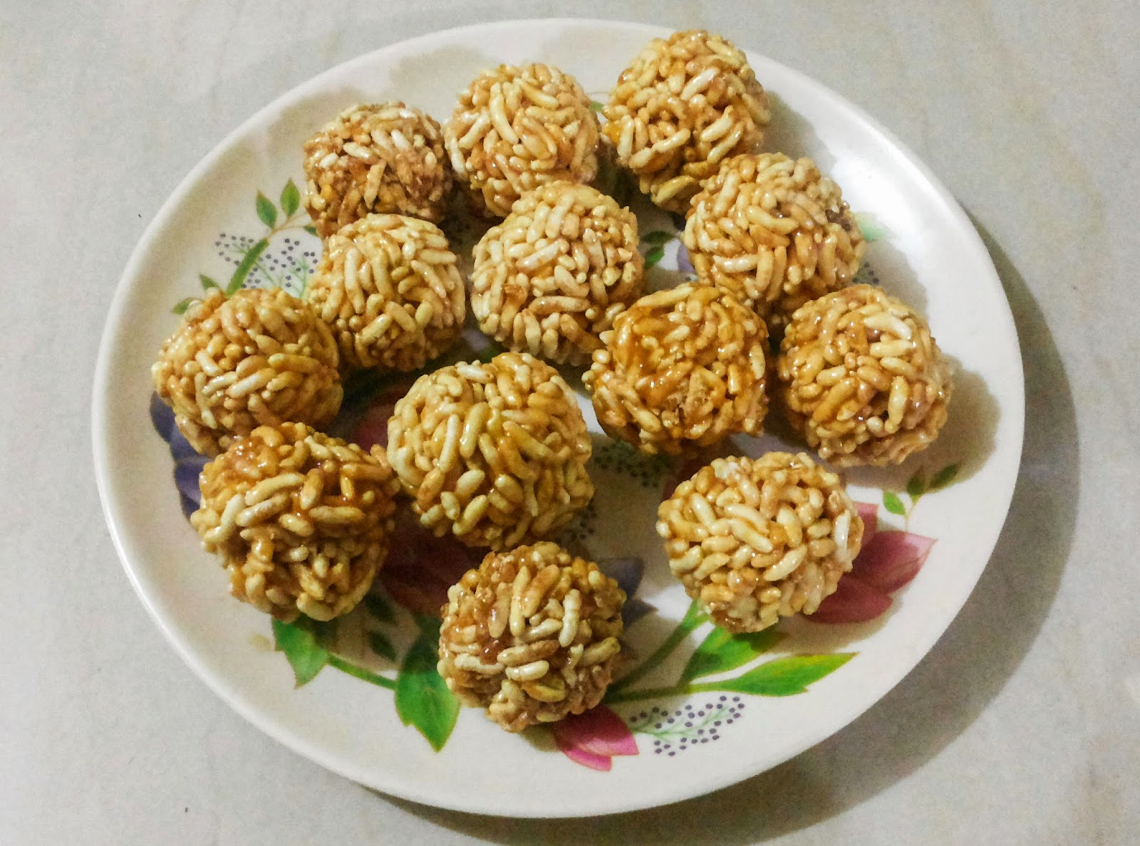Serve Kurmura Ladoo