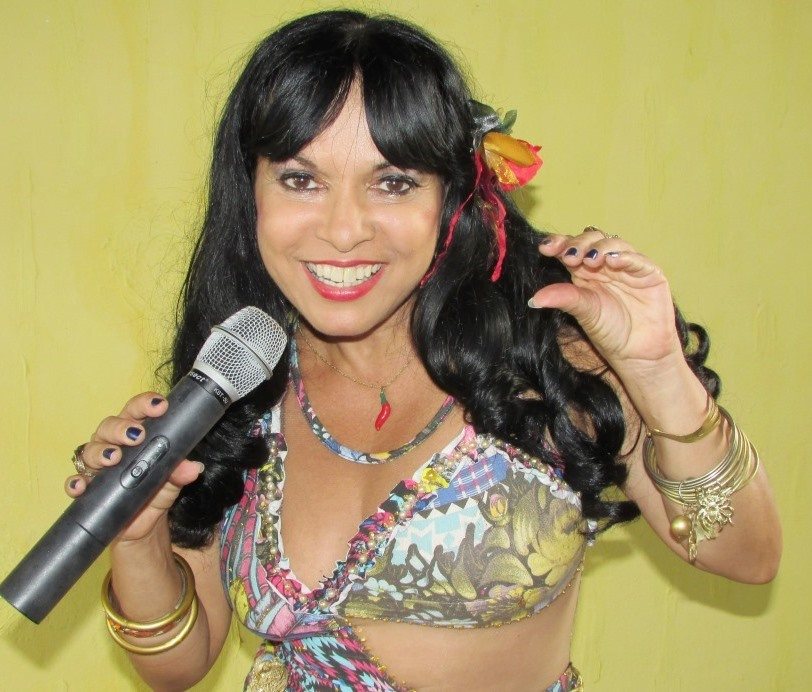 Cantora Cylene Araújo