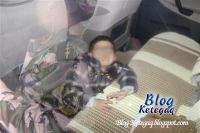 budak terperangkap dalam kereta
