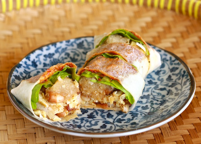 Homemade Popiah recipe (Malaysian Spring Rolls) by SeasonWithSpice.com