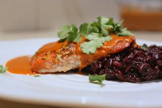 Salmão com molho de curry e arroz negro - Você sabe cozinhar! Acredite