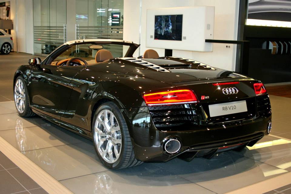 Audi+R8+V10+Spyder+in+Marron+Black+1.jpg