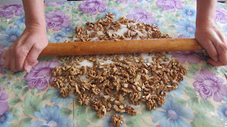 измельчаем орехи для пахлавы Бакинской