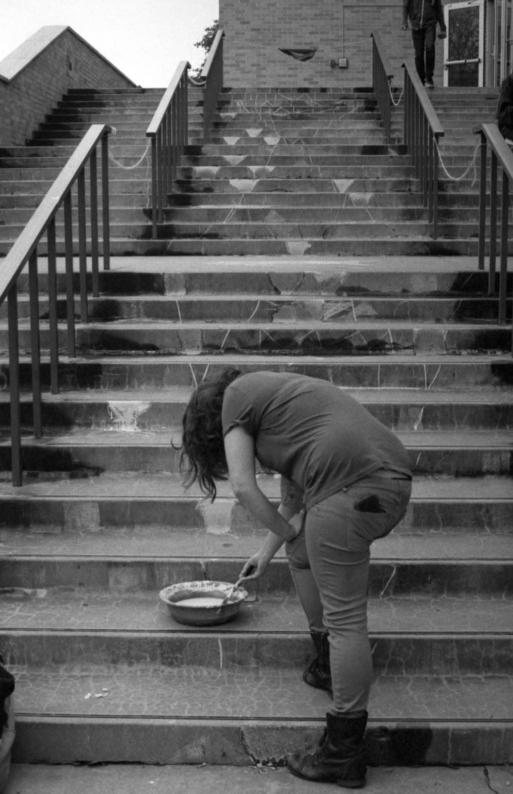 Student decorates steps of Fine arts building UT Austin campus