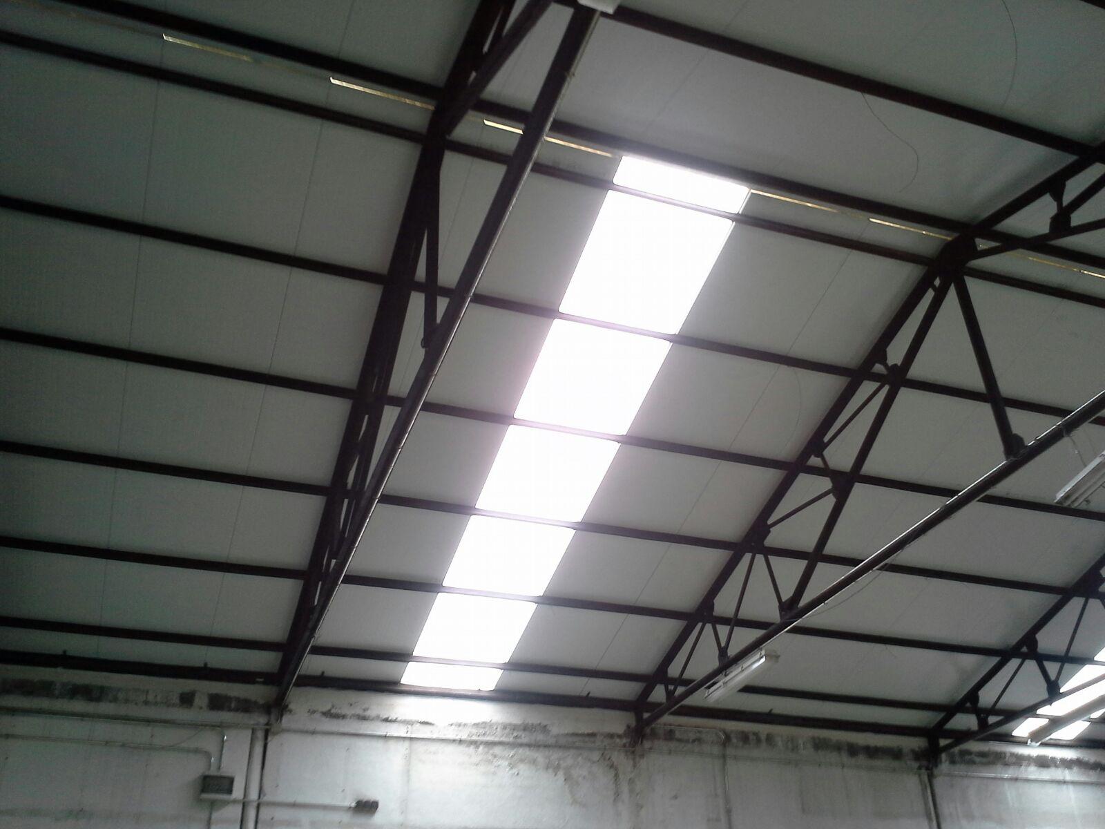 Recambiar cubierta vieja de tejado edificio o nave for Estructuras metalicas para tejados
