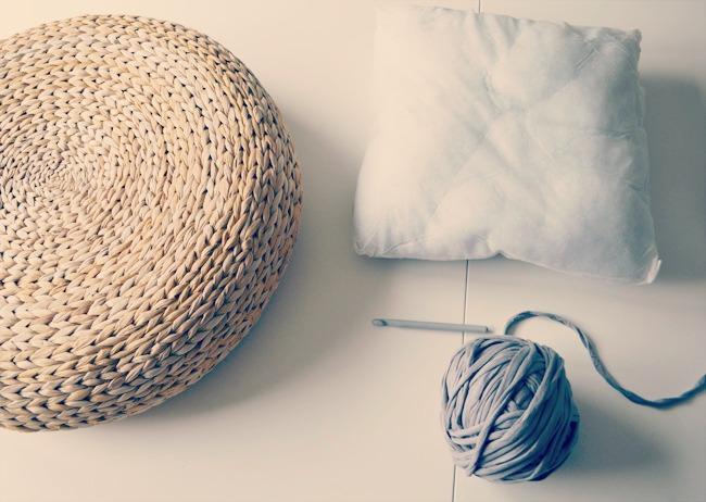 The crochet underground crochet mondays puffffffs for Relleno puff ikea