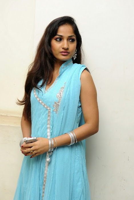 madhavi latha latest photos
