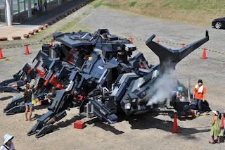 HIDUNG robot RX-03 boleh mengeluarkan asap.