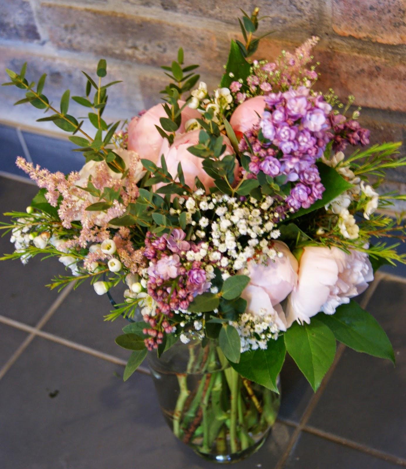 Des magnolias sur ma voie lact e aper u compositions - Bouquet de table pour mariage ...