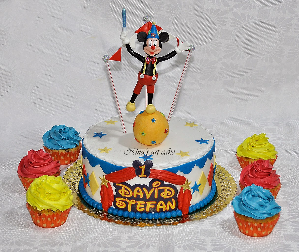 "Tort "" Mickey la circ"" pentru David"