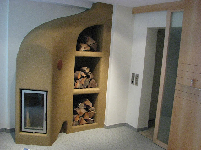 Твердотопливная печь из натуральных материалов.