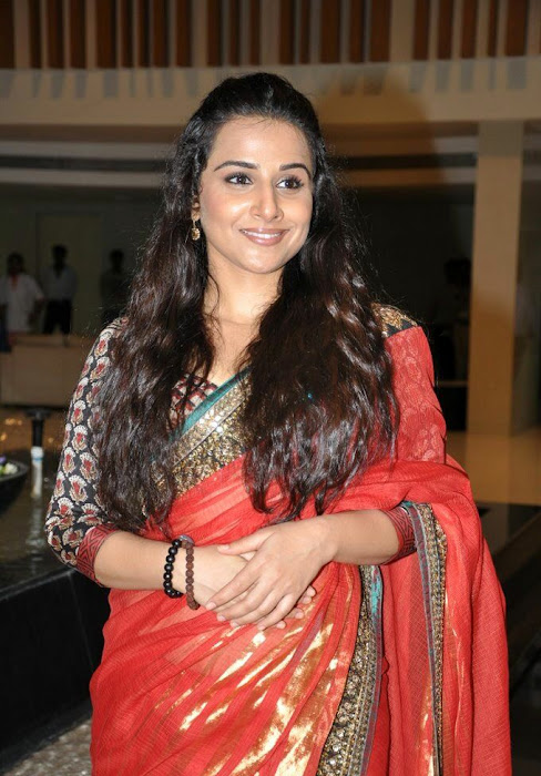 vidya balan gorgeous in red saree new