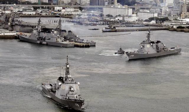 Armada kapal milik pasukan Pertahanan Maritim Jepang (JMSDF) di Pangkalan JMSDF di Sasebo, Jepang Selatan. (Foto: Reuters)