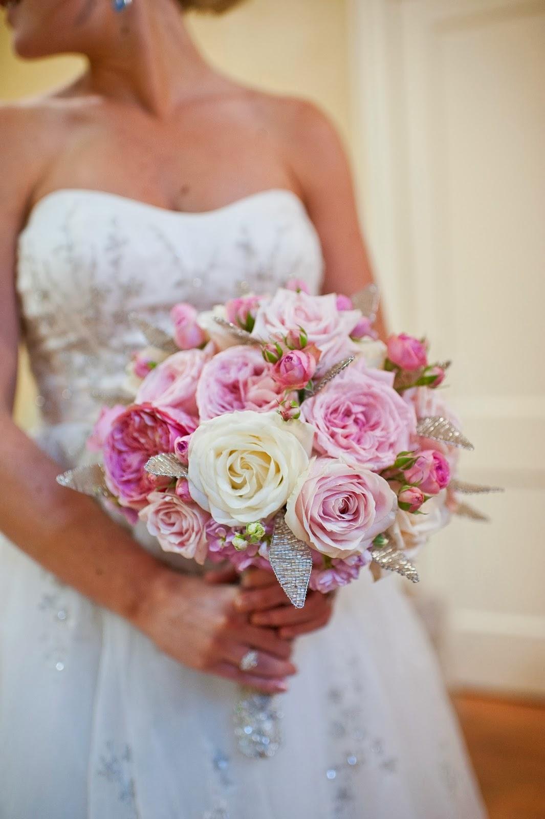 Букеты на свадьбу своими руками фото с живыми цветами 25