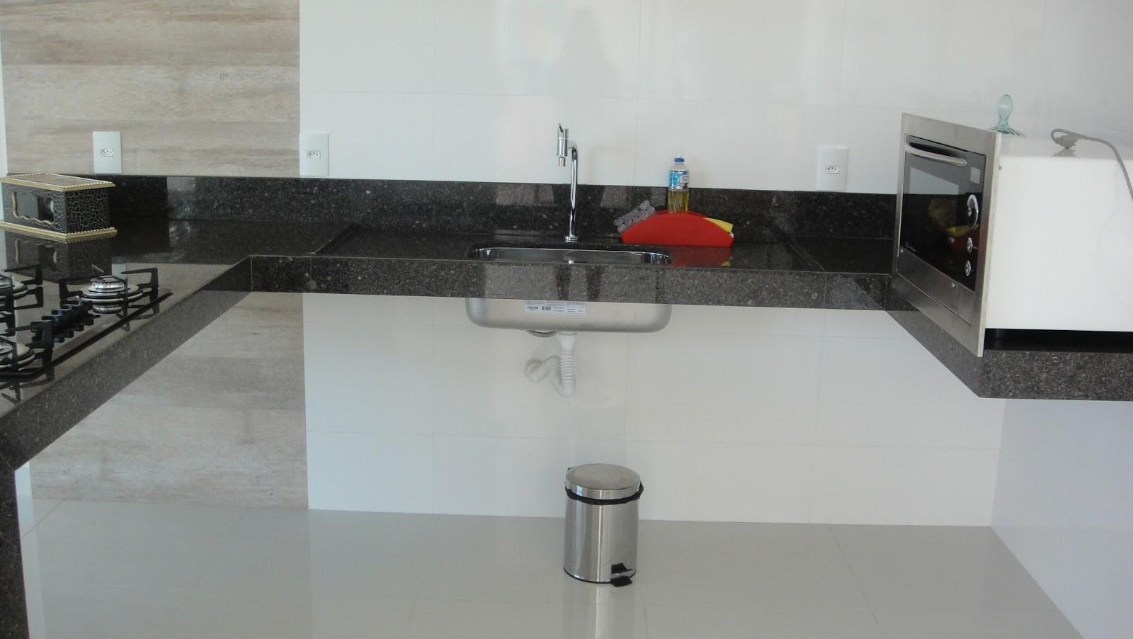 Lavabo externo na área da churrasqueira. A área da churrasqueira eu  #7D2C25 1600x902 Banheiro Com Lavabo Externo
