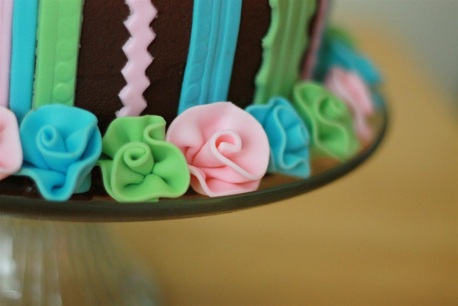 fondant ribbon flower cakes