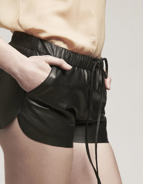 basicLeather. Short cuero con bolsillos. leather short