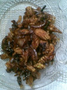 stirfried baby corns with caremalised onions