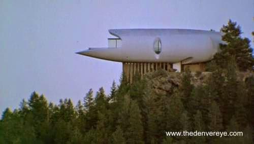 Casa moderna en Colorado futurista de forma orgánica