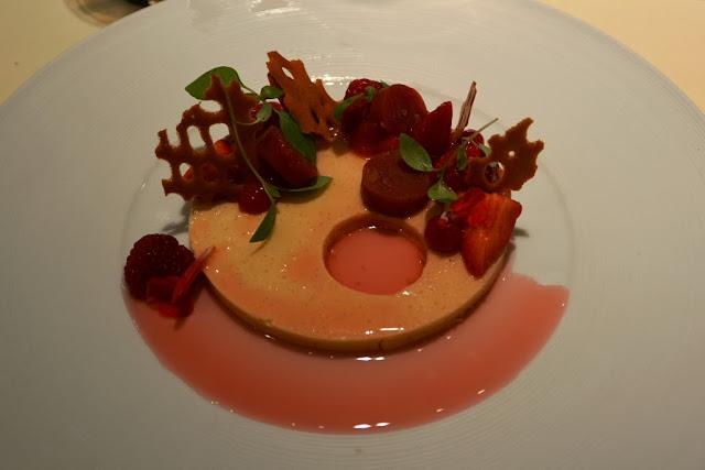 Sea Grill Brussel rhubarber strawberries