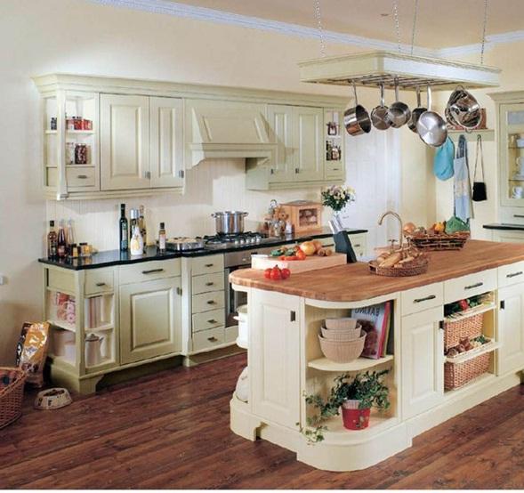 Los muebles de las cocinas tradicionales presentan formas como bloques, frisos, estrías, listones.