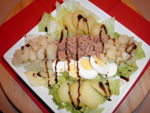 insalatona verde di patate novelle tonno uova e asparagi bianchi