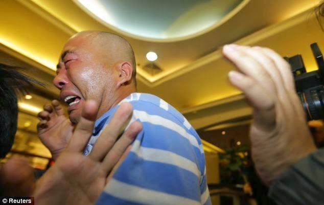 Gambar Kesedihan Keluarga Di China Menerima Berita MH370
