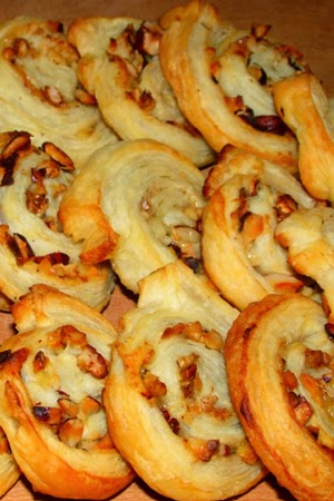 http://minimanlife.blogspot.com/2013/01/francuskie-ciasteczka-z-orzechami.html