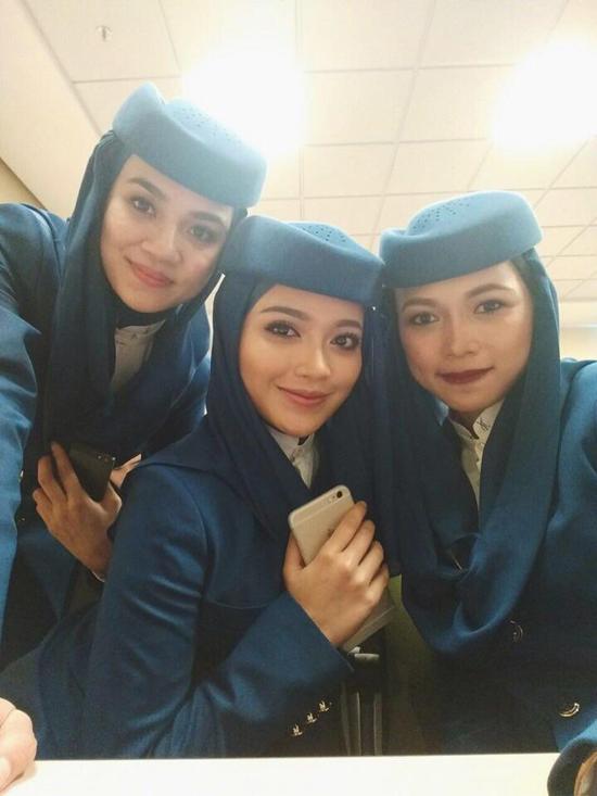 Foto Cun Radiah Sarip,  Pramugari Bertudung Saudi Arabian Airlines dari Malaysia