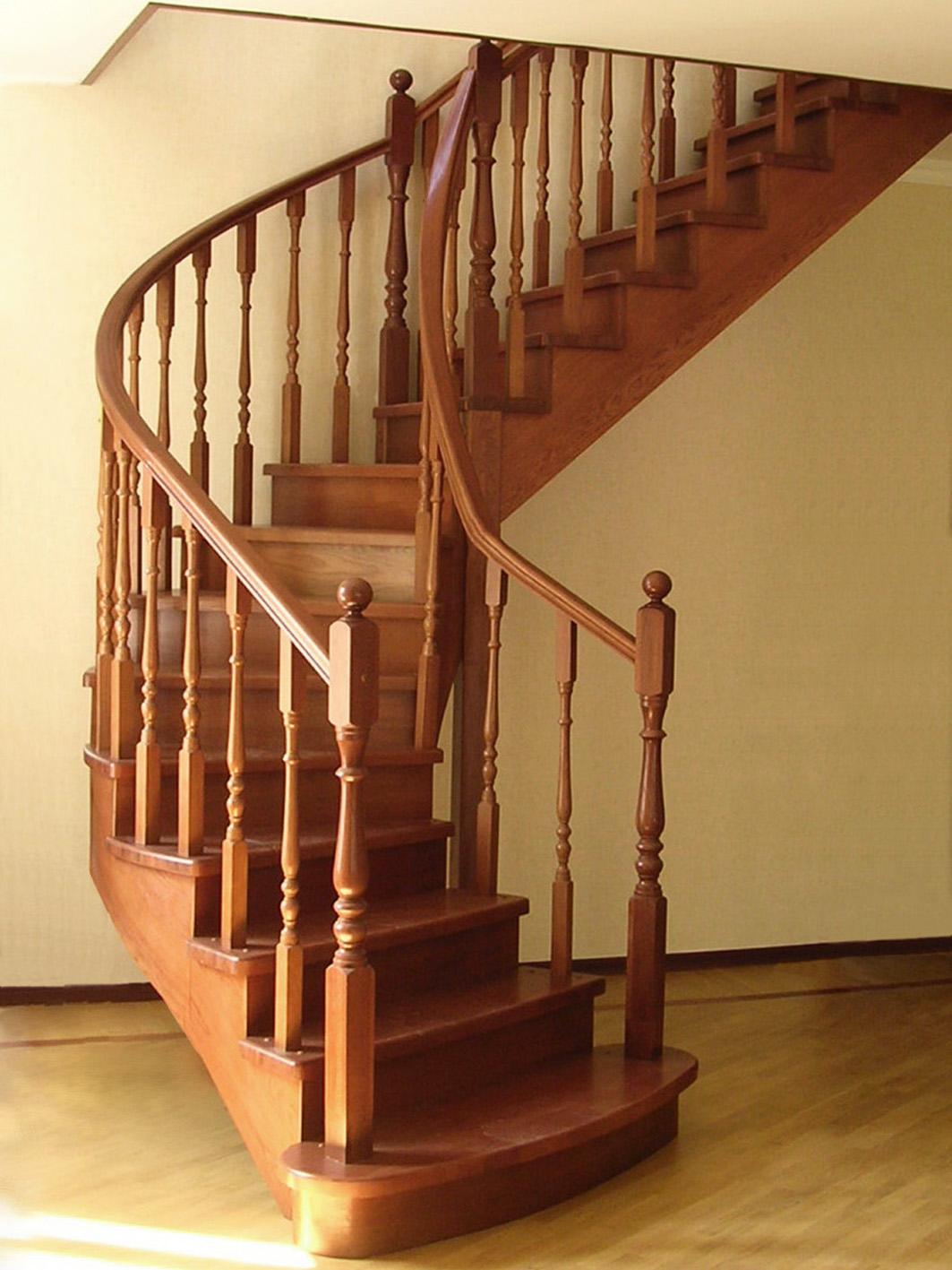 Достоинство деревянных лестниц