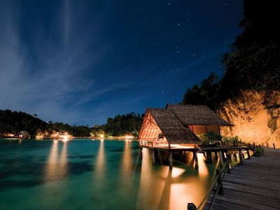 hotel resorts in raja ampat, holiday in raja ampat, hotel in raja ampat