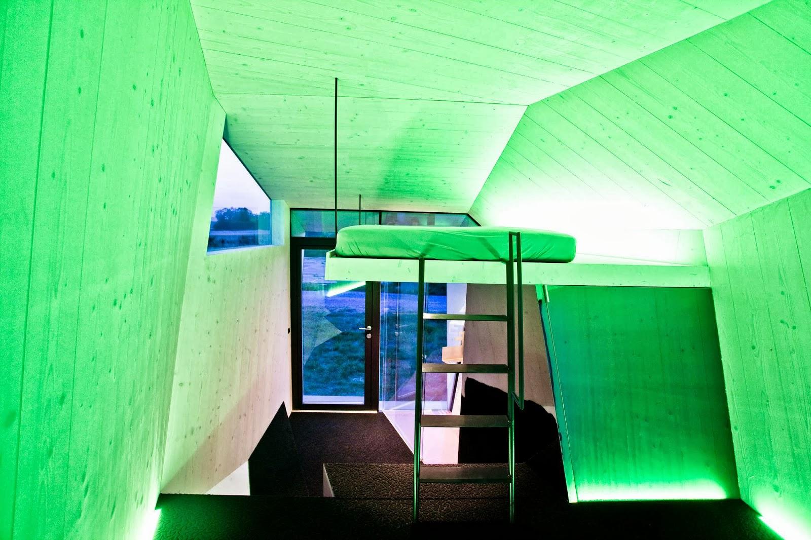 minimalsit-interior-Hypercubus