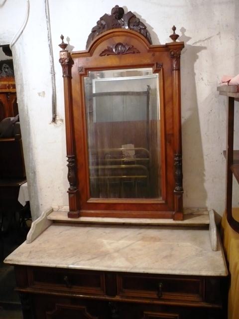 Antik bútorok hagyatékból eladók: Márványlapos fürdőszoba szekrény