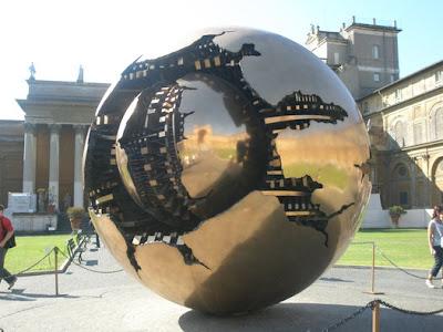 esfera en el vaticano
