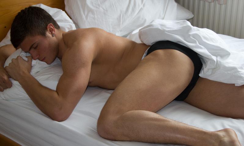 как поднять член спящему парню