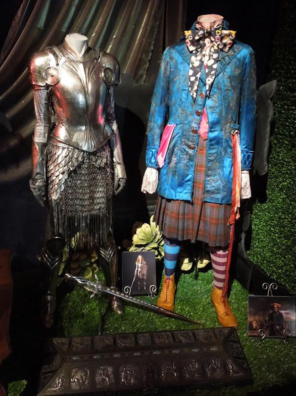 Alice Wonderland battle costumes
