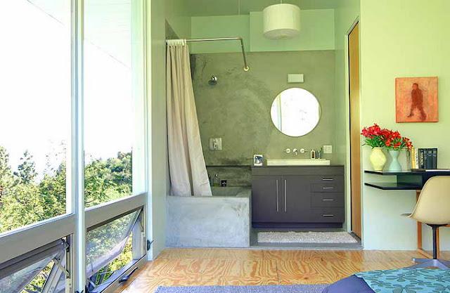 Ванная комната на втором этаже в доме