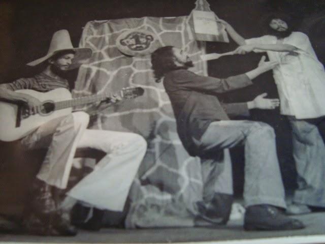 1976 - GRUTA OU VAMOS BRINCAR? OU ENTÃO GOZADO DE ABSURDO. Texto: M.Cena  / Direção: Almério Belém