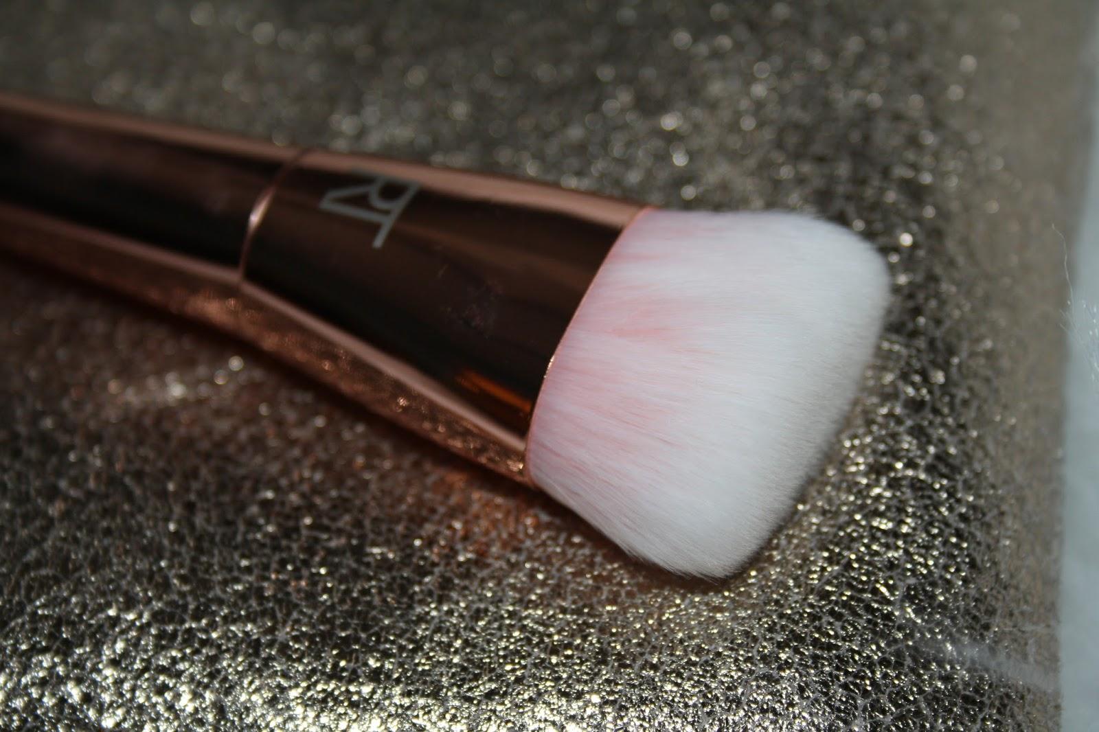 301 Flat Contour Brush
