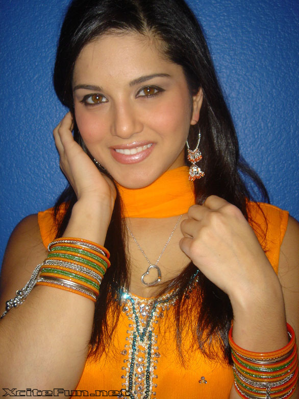 Sunny Leone in Indian Dress ~ BOLLYGROUP